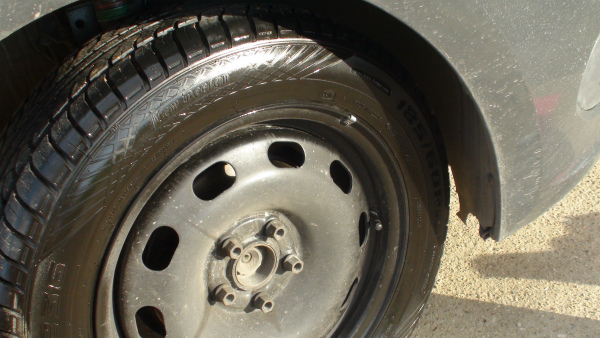 Результат применения чернителя для колес