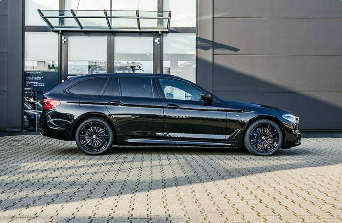 BMW 540d xDrive Touring M Sport 19 вид сбоку кузов экстерьер