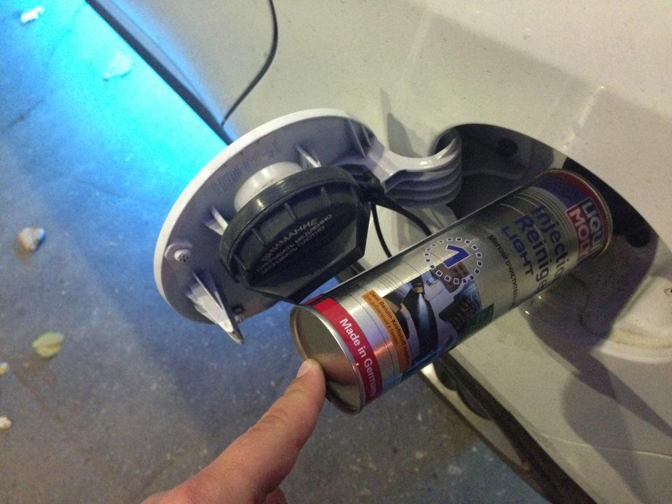 Как правильно залить присадку для чистки инжектора, в бак