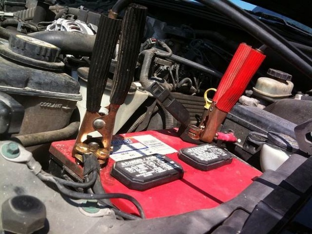 Как прикурить, подзарядить аккумулятор в машине