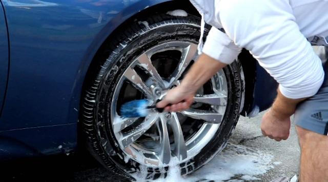 Как правильно мыть колеса автомобиля