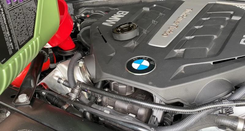 Заливка Молигена в мотор BMW