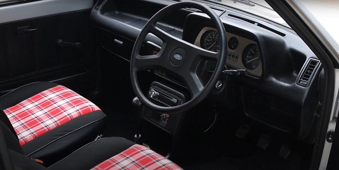 Салон автомобиля Форд изнутри