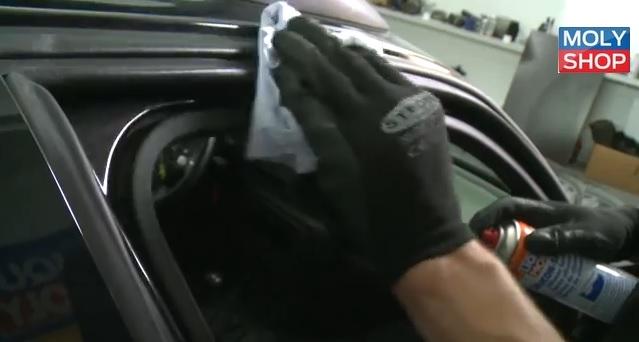 Силикон для резиновых уплотнителей дверей автомобиля
