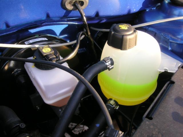 Залейте антифриз при перегреве двигателя