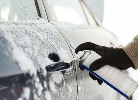 Как разморозить дверь автомобиля зимой