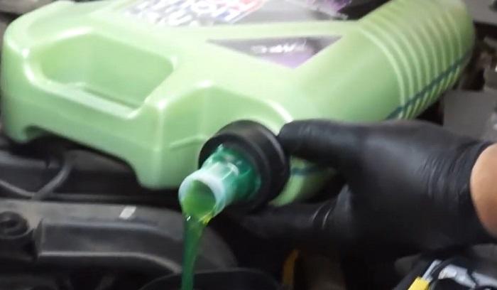 Зеленое моторное масло от Ликви Моли