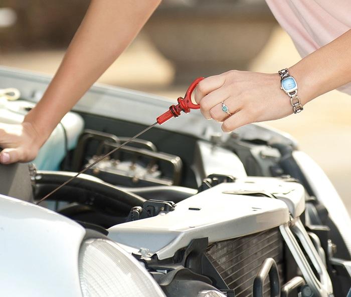 Проверка щупа двигателя на наличие масла в норме