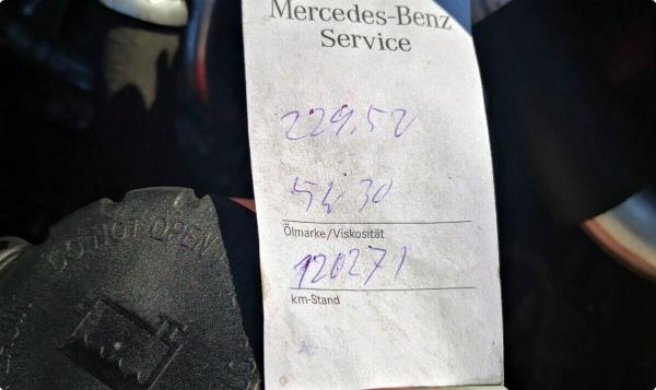 Листок с надписью замены масла в Мерседес с допуском