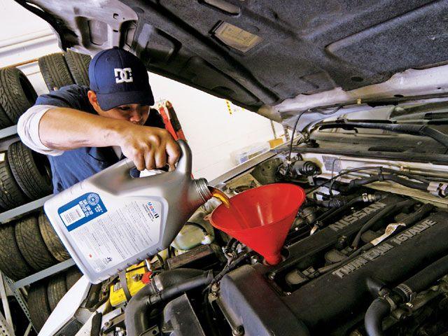 Как поменять масло в двигателе автомобиля самостоятельно